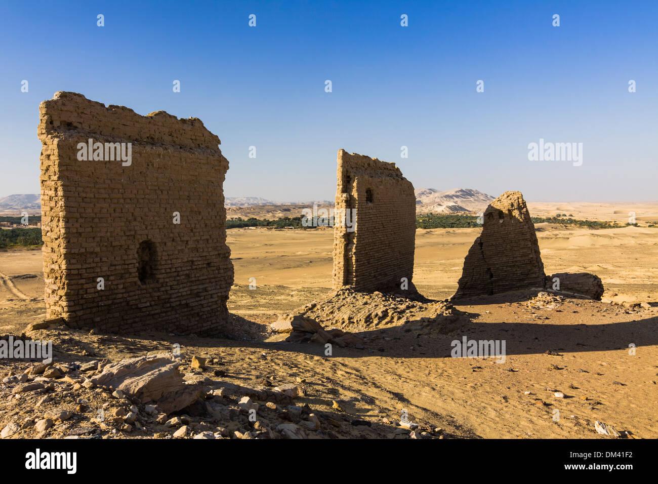 Ruins of the temple and fortress of An-Nadura at Al-Kharga, Egypt Stock Photo