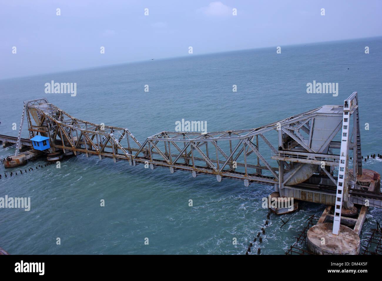 Pamban cantilever Bridge  on the Palk Strait - Stock Image