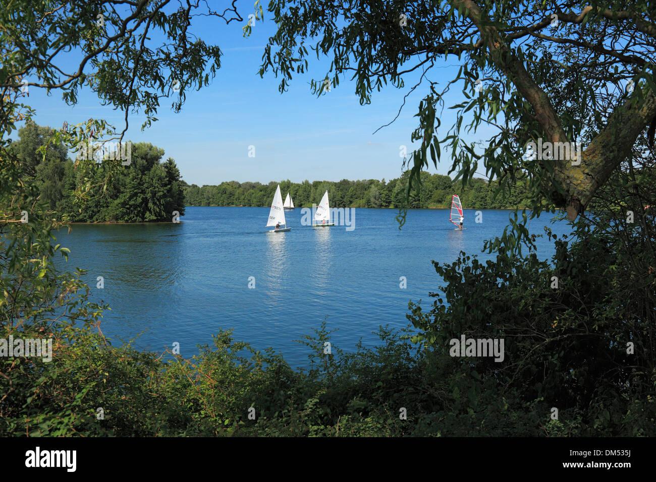 Germany, Krefeld, Rhine, Lower Rhine, Rhineland, North Rhine-Westphalia, Krefeld-Uerdingen, Elfrath lake, scenery, sail boats, - Stock Image