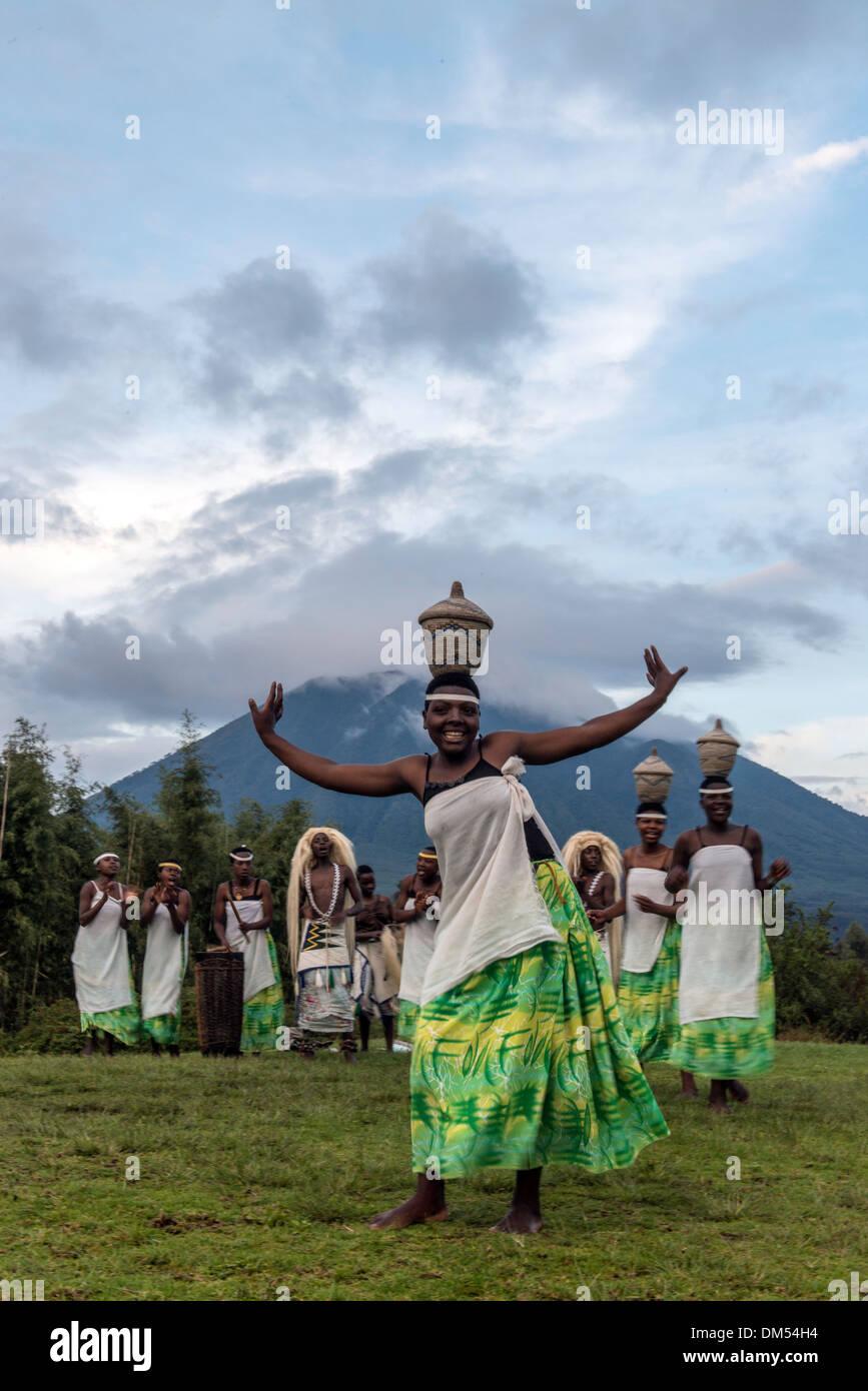 Traditional African dancers Volcanoes National Park Rwanda Africa - Stock Image