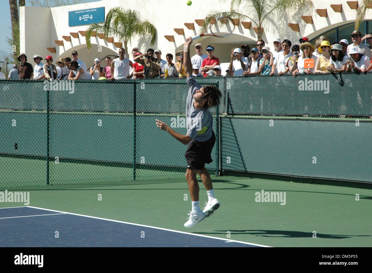 Mar 12, 2005; Indian Wells, CA, USA; ROGER FEDERER works out in preparation for his Sunday, March 13 match, at the Stock Photo
