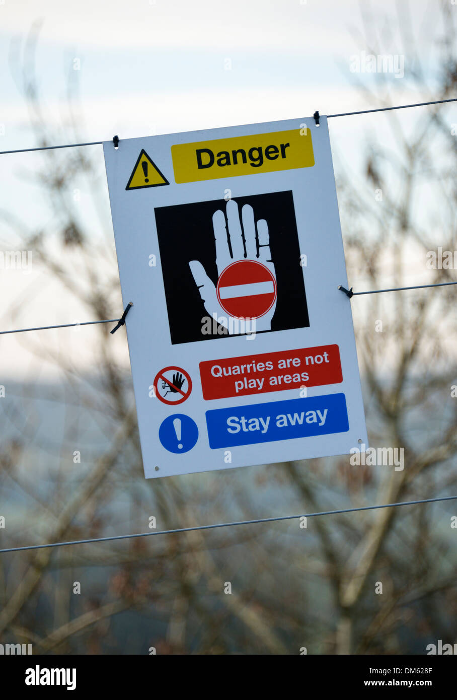 'Danger. Quarries are not play areas. Stay away!', warning notice. Kendal Quarry, Kendal, Cumbria, England, United Kingdom. - Stock Image