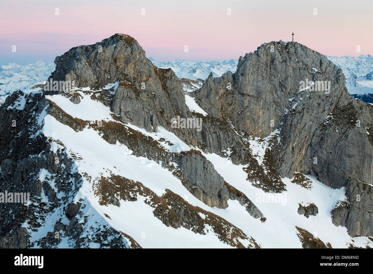 The summits of the Haidachstellwand in the blue hour, behind the Hohe Tauern and the Zillertal Alps, Rofan Mountains, Tyrol - Stock Image
