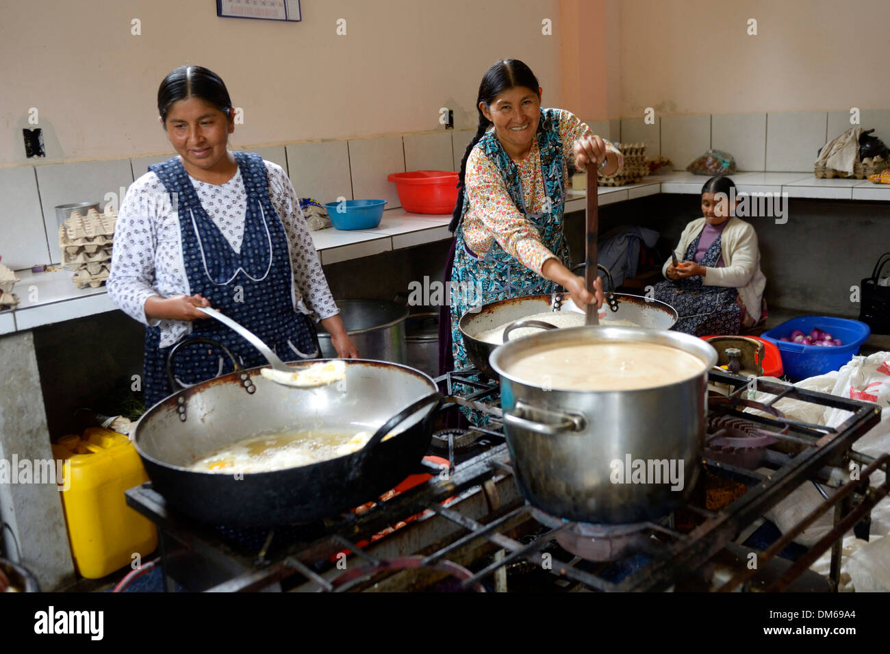 Cooks working in the kitchen of a boarding school, Carmen Pampa, Yungas, Department of La Paz, Bolivia - Stock Image