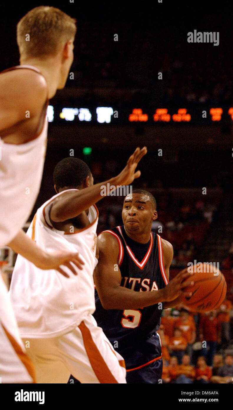 NCAA College Basketball; UT-San Antonio's Justin Harbert looks for a receiver while the Texas Longhorns' Daniel Gibson tries to block him during the second half of their game at The Frank Erwin Center in Austin on Wednesday, December 29, 2004. Lisa Krantz/STAFF - Stock Image