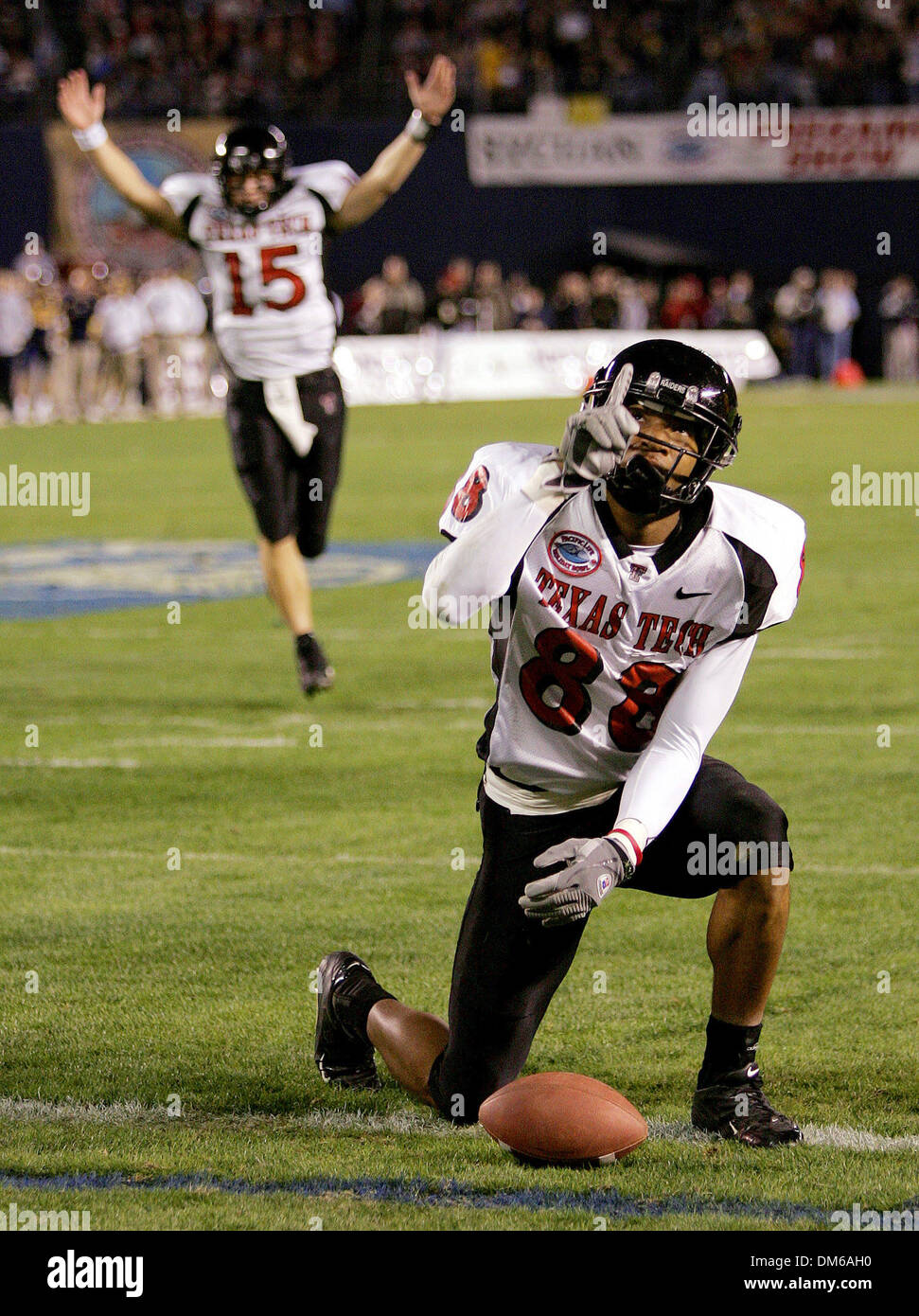 Dec 30, 2004; San Diego, CA, USA; NCAA College Football (Texas Tech 45, California 31) Texas Tech's JARRETT HICKS signals Thursday night Dec 30, 2004 in San Diego during the Holiday Bowl after catching a touchdown pass from quarterback Sonnie Cumbie. - Stock Image