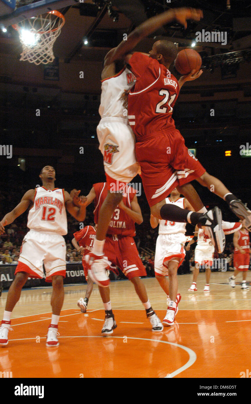 Mar 29 2005; New York, NY, USA; University of Saint Josephs  vs University of Memphis NIT semifinals. The game was played  at Madison Square Garden in New York City. St Joes  won the game 70-58. - Stock Image