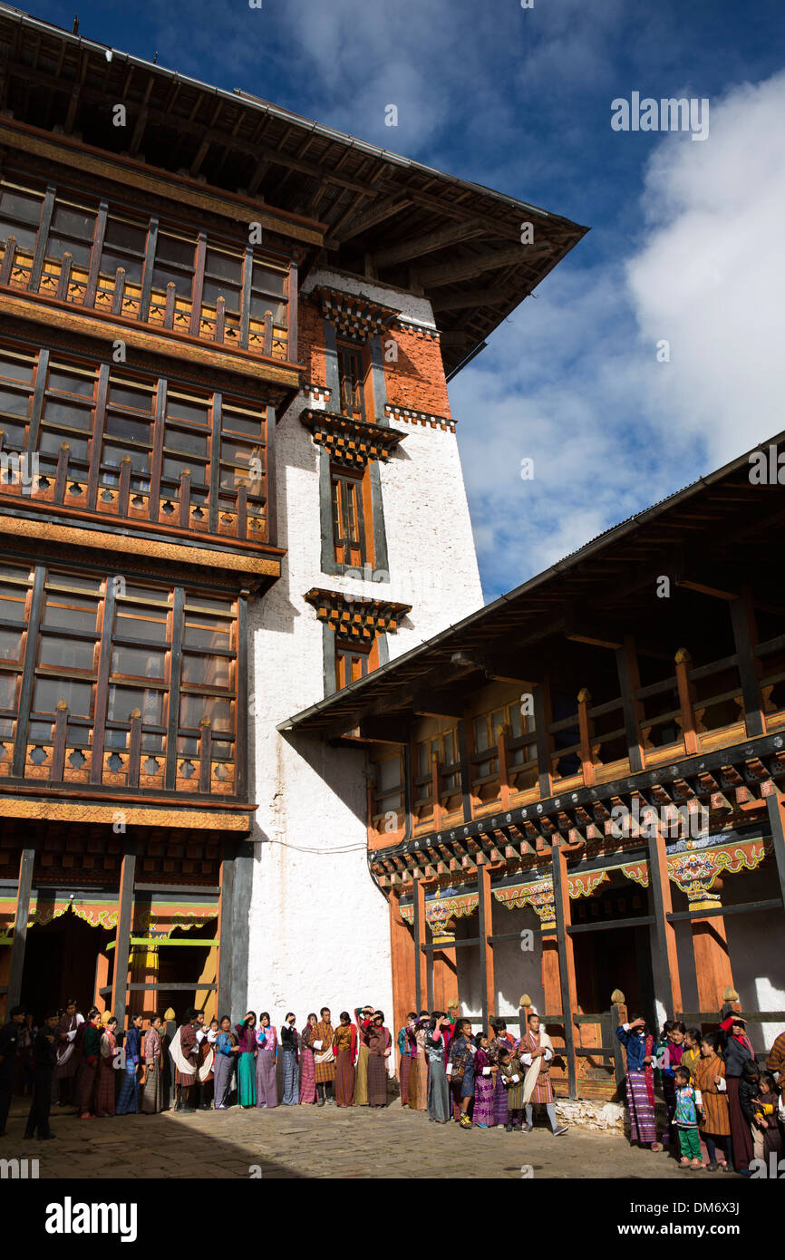 Bhutan, Bumthang Valley, Jakar Dzong, people queueing to see monastery's treasures - Stock Image