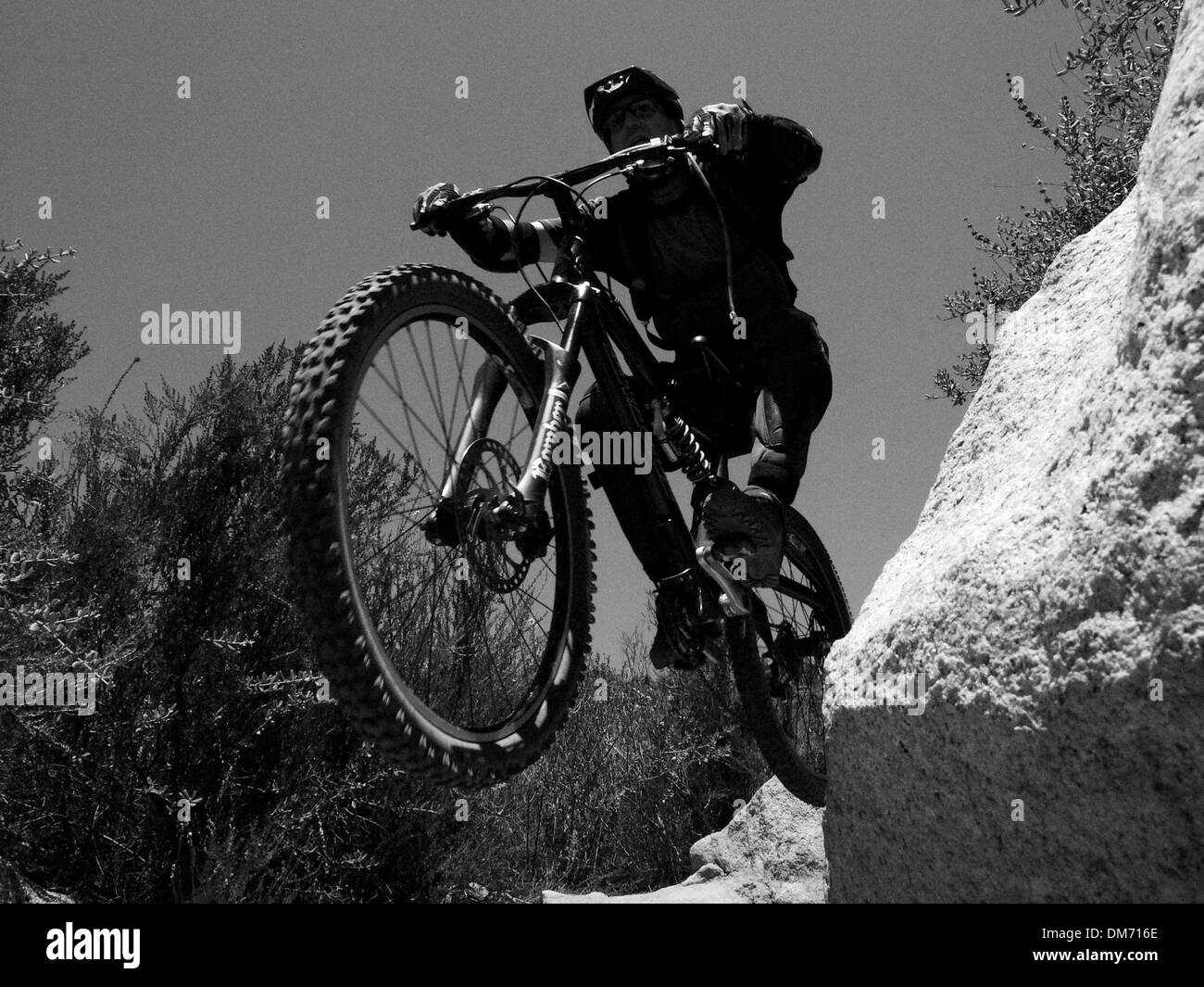 Apr 21, 2005; San Juan Mountains, CA, USA; Mountainbiker takes to the air in the San Juan mountains of southern california. Downhill mtb riding is becoming more extremly popular with X games gravity games and with freeriding the new big thing. Mandatory Credit: Photo by Ruaridh Stewart/ZUMA Press. (©) Copyright 2005 by Ruaridh Stewart - Stock Image