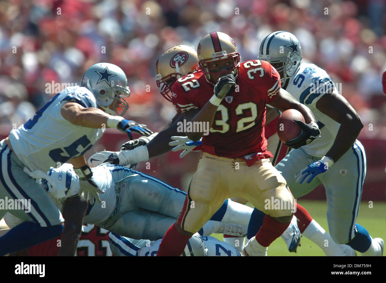 Sep 25, 2005; San Francisco, CA, USA; NFL FOOTBALL: 49er Kevan Barlow jukes for twelve yard gain in the 1st quarter in Sunday afternoons game between the San Francisco 49ers/ Dallas Cowboys at Monster Park. Mandatory Credit: Photo by Jose Luis Villegas/Sacramento Bee/ZUMA Press. (©) Copyright 2005 by Jose Luis Villegas/Sacramento Bee - Stock Image