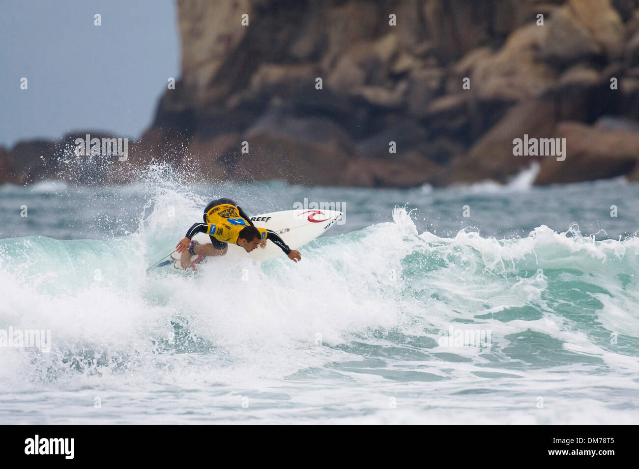 Nov 06, 2005; Florianopolis, Santa Catarina, Round one of the Nova Schin Festival Presented by Billabong at Imbituba, Brazil. The Nova Schin Brazil is the tenth of 12 events on the 2005 Foster's Men's ASP World Championship Tour (WCT) and features the top 45 surfers in world and three wild card surfers. Mandatory Credit: Photo by Karen Wilson/ZUMA Press. (©) Copyright 2005 by Karen - Stock Image