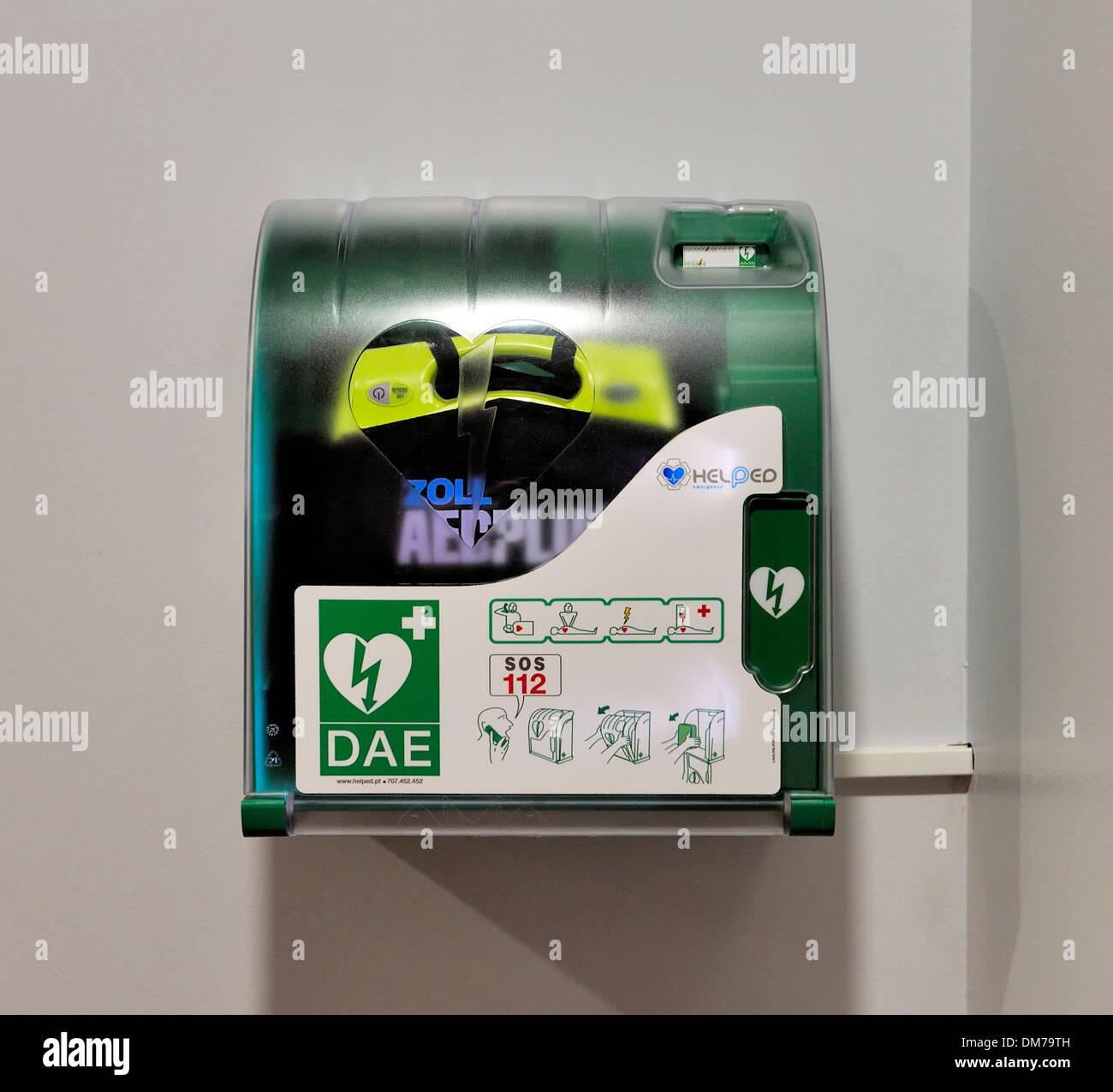 A ZOLL Medical defibrillator - Stock Image