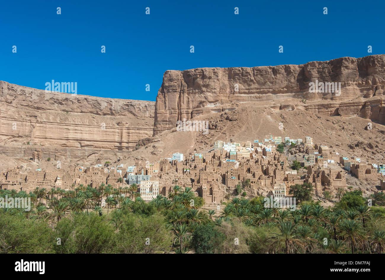 Mud town in Wadi Doan, Hadramaut province, Yemen - Stock Image