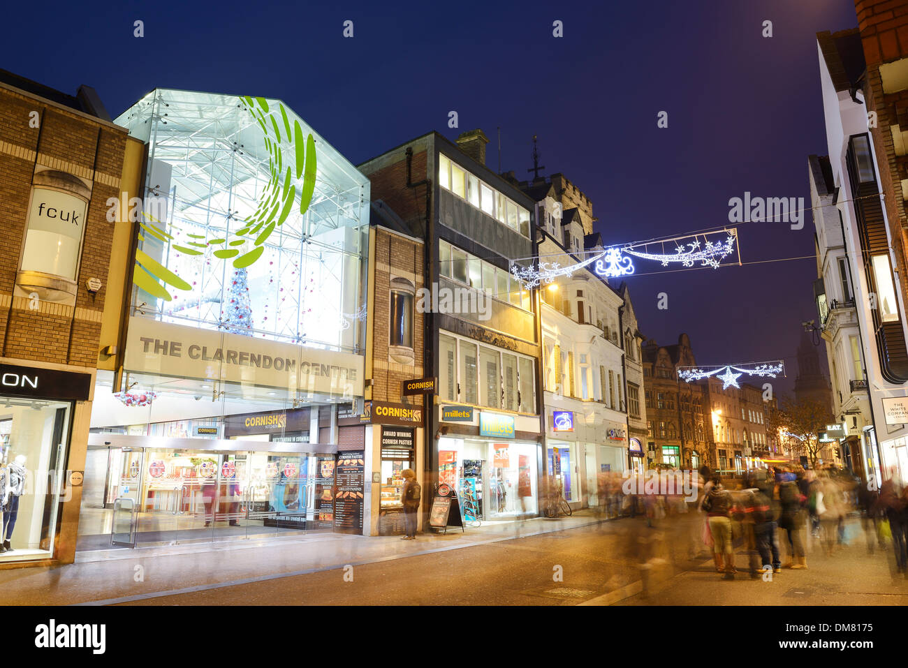 Christmas shoppers in Oxford city centre - Stock Image