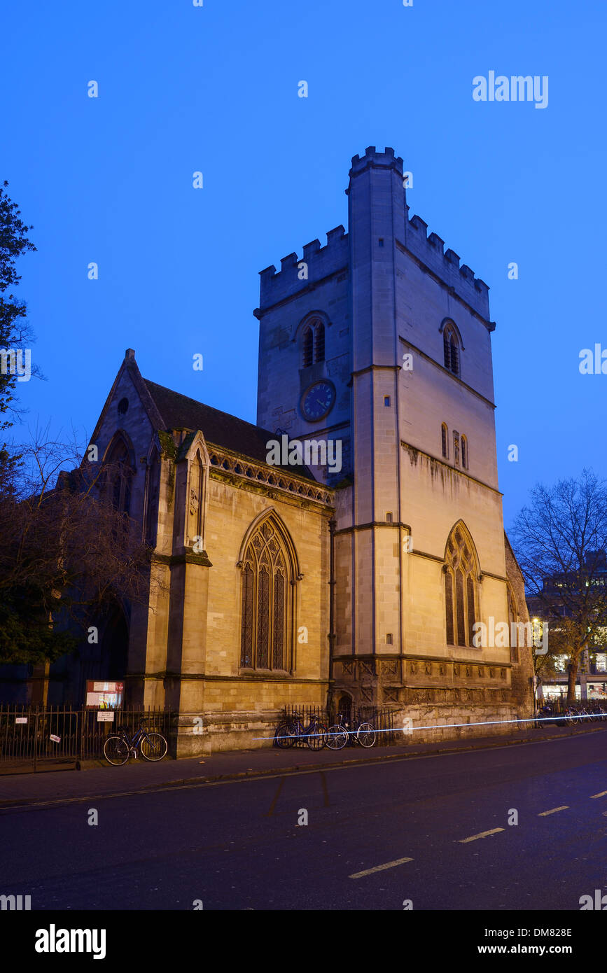 Saint Mary Magdalen Church at dusk in Oxford city centre - Stock Image