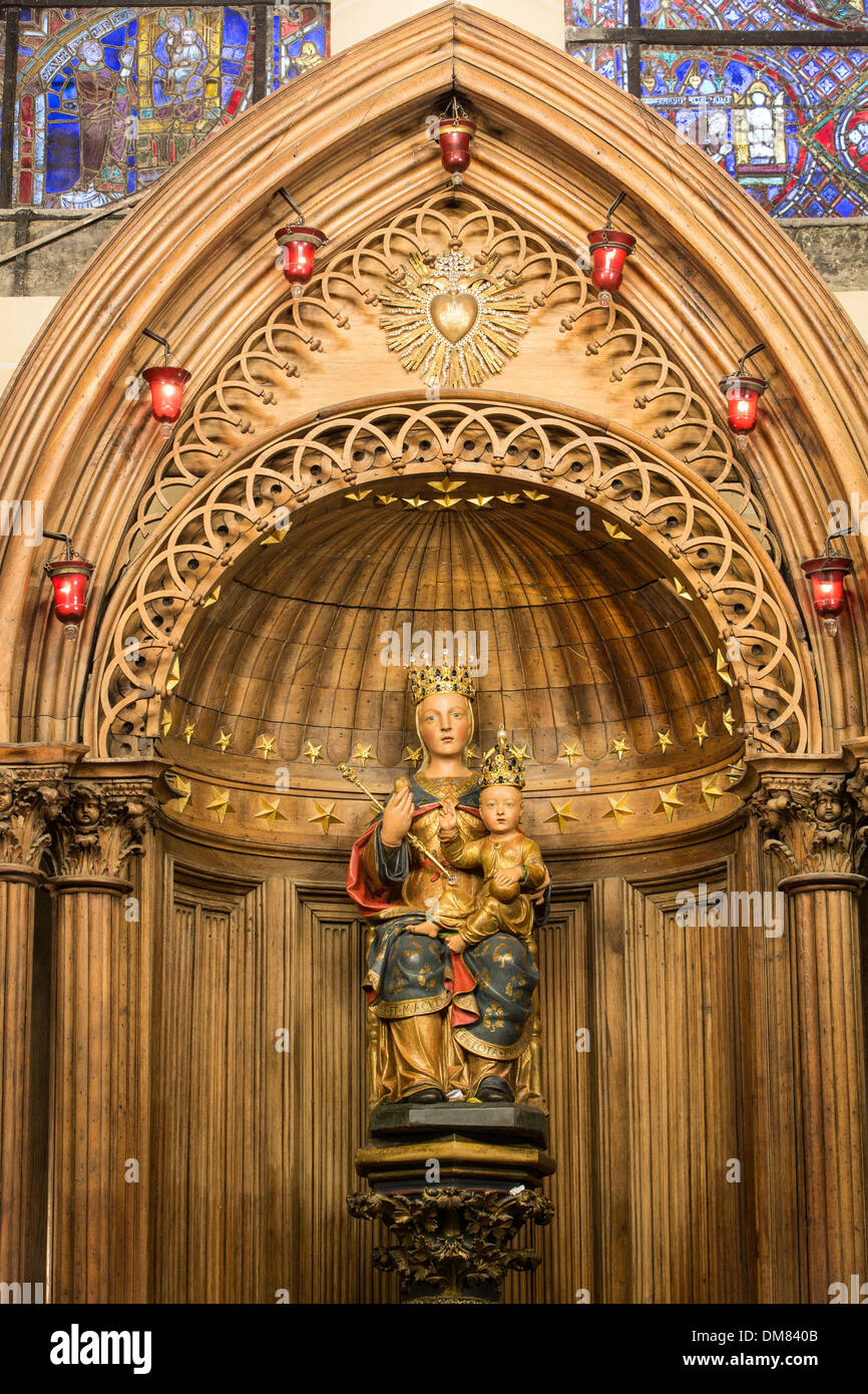 NOTRE-DAME DU PILIER, 16TH CENTURY POLYCHROME STATUE MADE OF PEAR TREE WOOD, GIVEN A CROWN IN 1855 (CALLED THE BLACK VIRGIN BEFORE ITS RESTORATION), CHARTRES CATHEDRAL, EURE-ET-LOIR (28), FRANCE - Stock Image