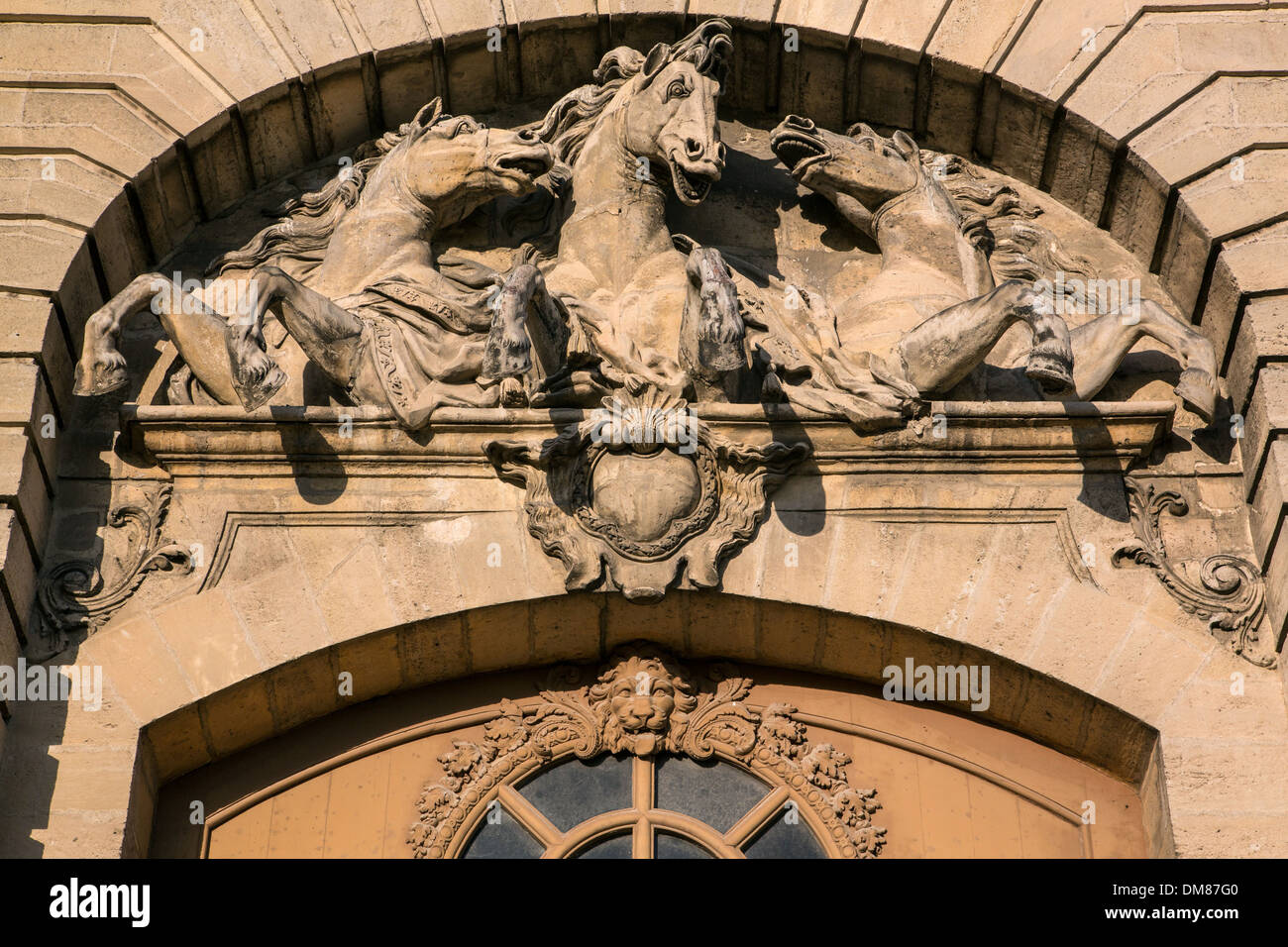 SCULPTURE OF HORSES, HAUT-RELIEF ON THE TYMPANUM OF A DOOR OF THE BIG STABLES CONVERTED INTO A HORSE MUSEUM, ESTATE OF THE CHATEAU DE CHANTILLY, OISE (60), FRANCE - Stock Image
