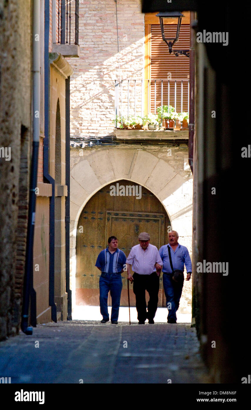 Street scene at Puente La Reina a Basque town along the Way of St. James pilgrimage route, Navarra, Spain. - Stock Image