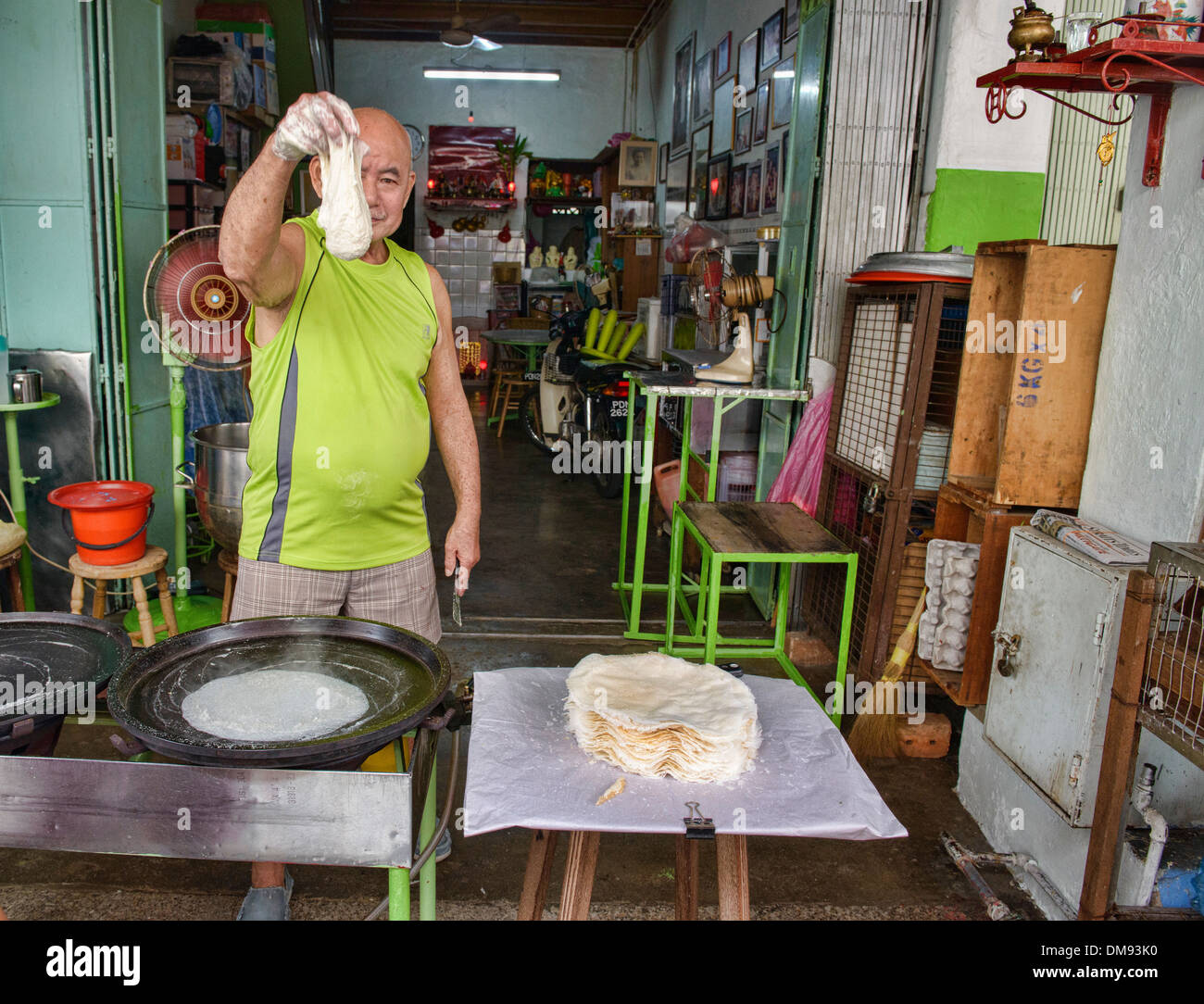 Uncle Popiah, longtime famous popiah dough maker in Georgetown in Penang, Malaysia - Stock Image