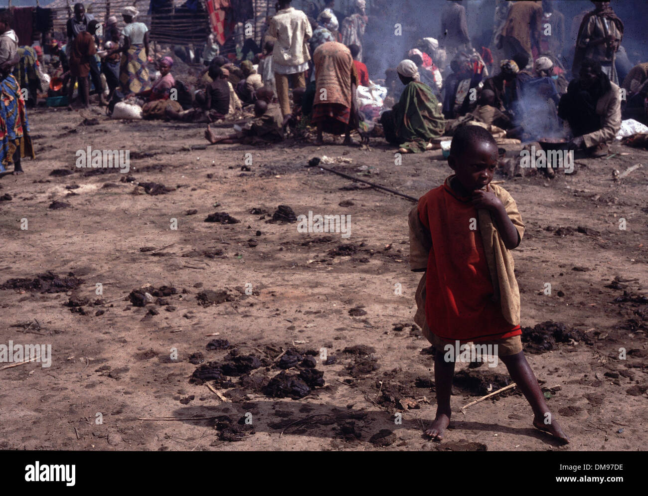 Apr 08, 1994 - Burundi, Rwanda - Rwandan Tutsi refugees flee across the border into Burundi in April 1994 as the Hutus commited genocide in a 100 day civil war. The Rwandan Genocide was the 1994 mass murder of an estimated 800,000 people in the small East African nation of Rwanda. Over the course of approximately 100 days from the assassination of Habyarimana on April 6 through mid - Stock Image
