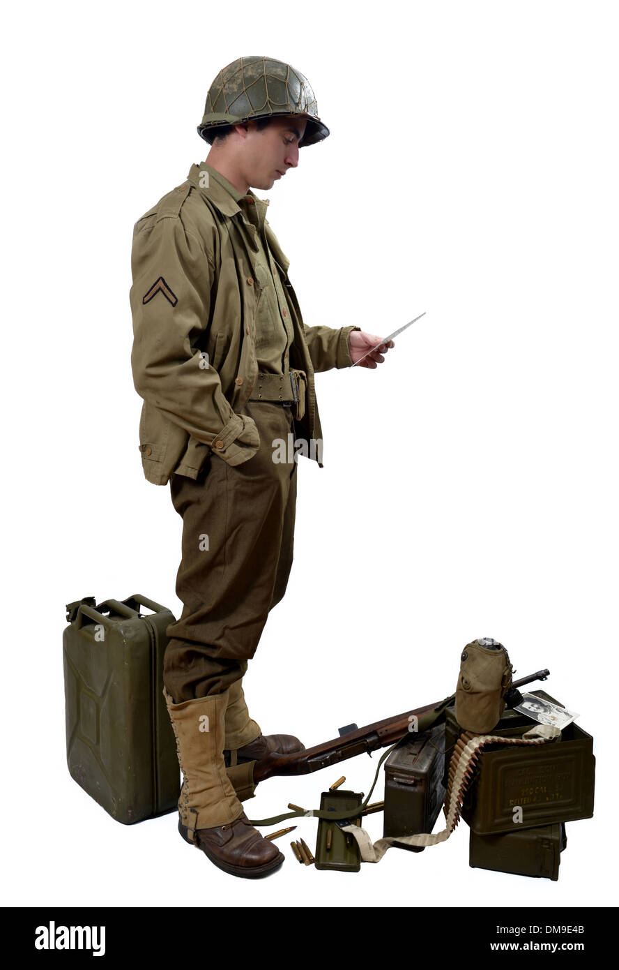 young American soldierwith his M1 carbine read a letter - Stock Image
