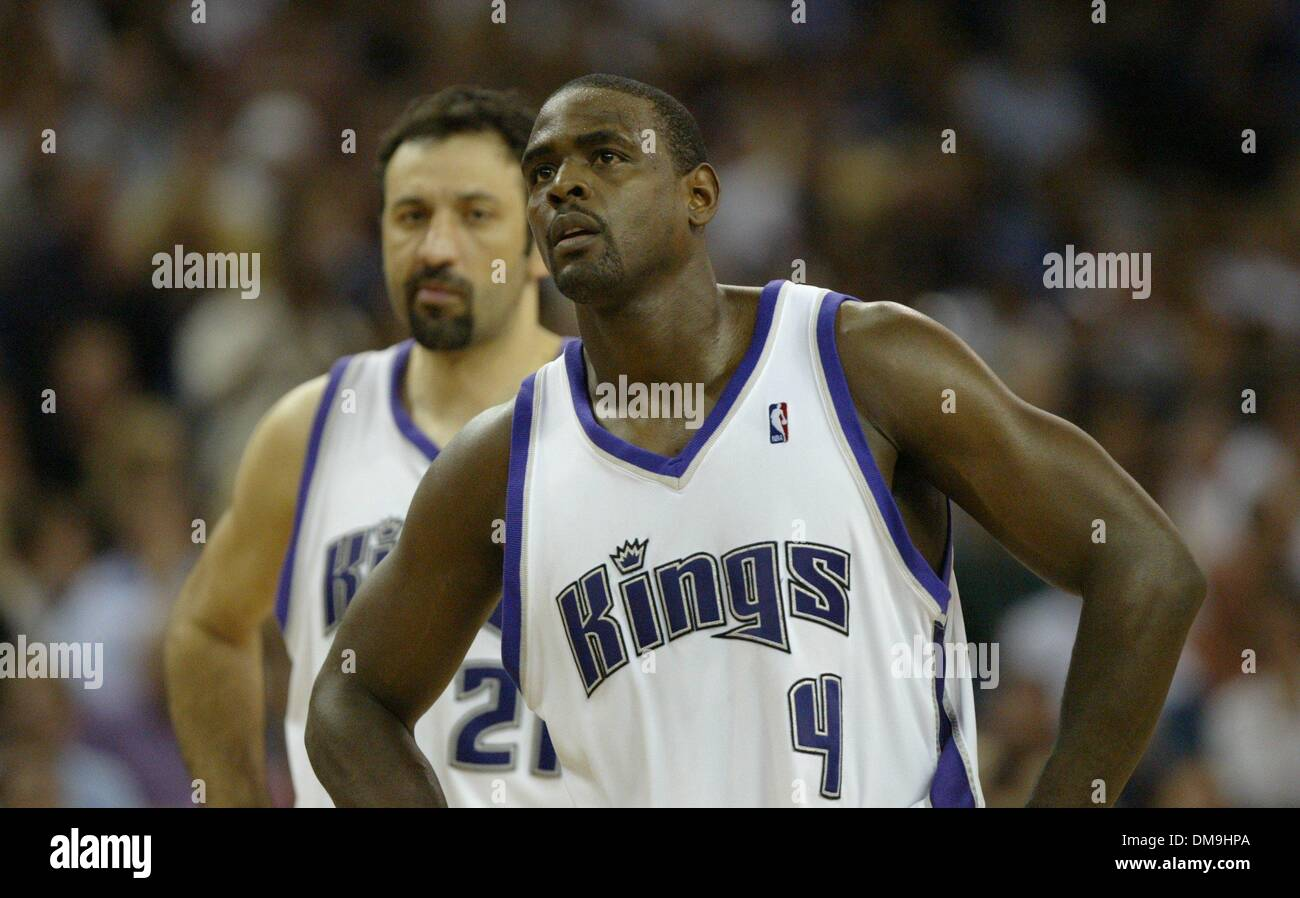 A dejected Chris Webber with Vlade Divac during a short timeout in