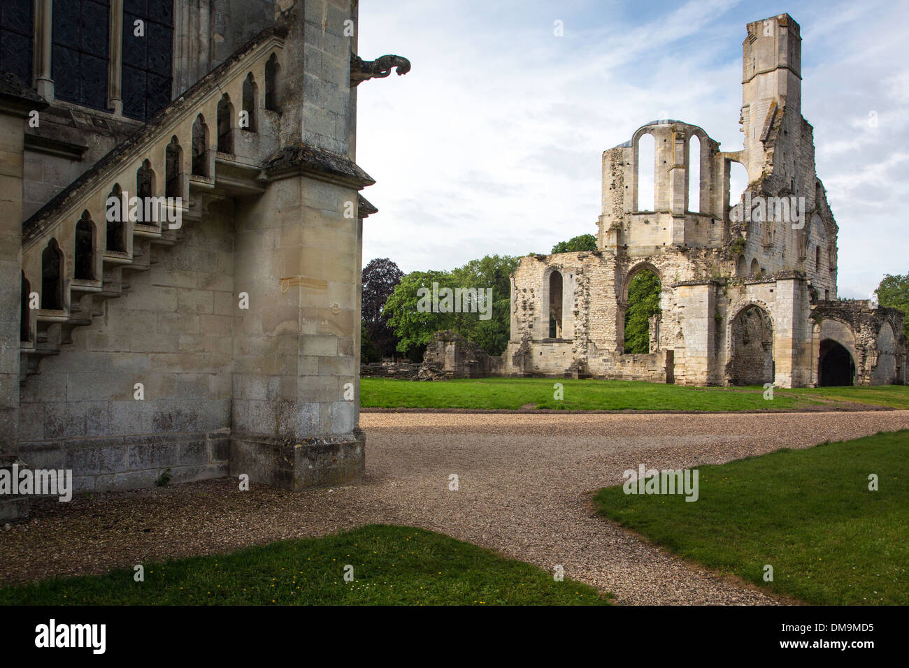 SAINT MARIE CHAPEL AND RUINS OF THE 13TH CENTURY ABBEY CHURCH, ESTATE OF THE FORMER ROYAL ABBEY OF CHAALIS, FONTAINE-CHAALIS, OISE (60), FRANCE - Stock Image