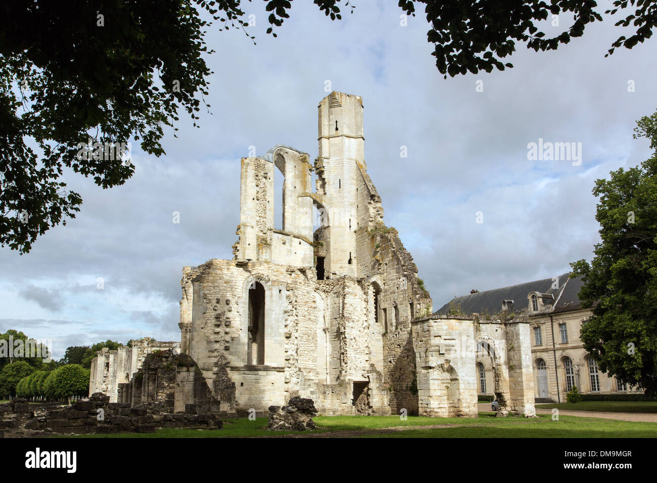 RUINS OF THE 13TH CENTURY ABBEY CHURCH, ESTATE OF THE FORMER ROYAL ABBEY OF CHAALIS, FONTAINE-CHAALIS, OISE (60), FRANCE - Stock Image
