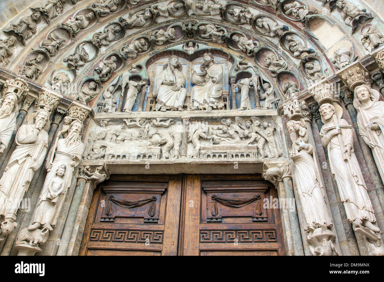 THE RESURRECTION AND THE CORONATION OF THE VIRGIN MARY, DECORATION ON THE MAIN DOOR OF THE SOUTH FACADE CONSERVING PART OF ITS 12TH CENTURY POLYCHROMY, MASTERPIECE CATHEDRAL NOTRE-DAME, SENLIS, OISE (60), FRANCE - Stock Image