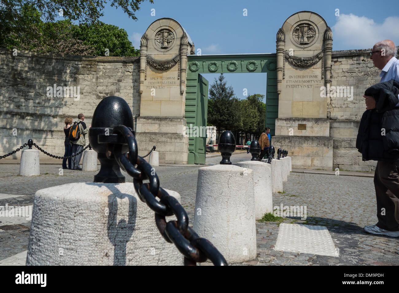 MAIN ENTRANCE TO PERE-LACHAISE CEMETERY, PARIS 20TH ARRONDISSEMENT, FRANCE - Stock Image