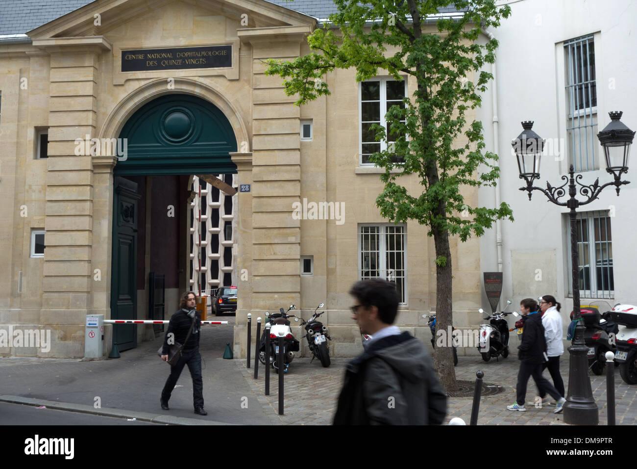 ENTRANCE TO THE NATIONAL OPHTHALMOLOGY HOSPITAL DES QUINZE-VINGT, HOSPITAL ON 15-20, RUE DE CHARENTON, 12TH ARRONDISSEMENT, PARIS, FRANCE - Stock Image