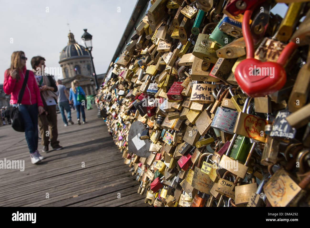 TOURISTS AND LOVERS' PADLOCKS ATTACHED TO THE GUARDRAIL ON THE PONT DES ARTS BRIDGE, 1ST ARRONDISSEMENT, - Stock Image