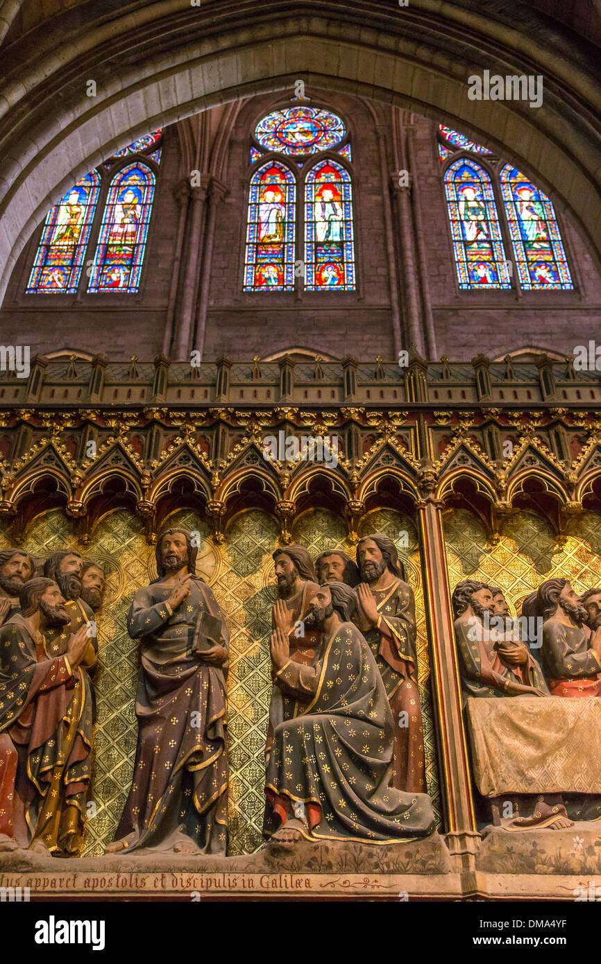 SOUTHERN PART OF THE ENCLOSURE WITH BAS-RELIEFS, REPRESENTING THE APPEARANCES OF CHRIST FOLLOWING HIS RESURRECTION, AND STAINED-GLASS WINDOWS, INTERIOR OF NOTRE DAME CATHEDRAL, ILE DE LA CITE, PARIS (75), FRANCE - Stock Image
