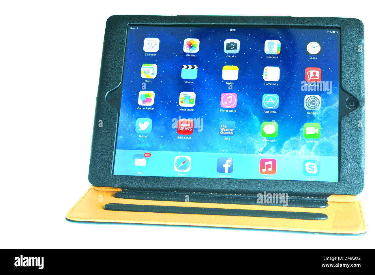 London, UK – November 1, 2013: Apple Inc. releases the new iPad Air, the fifth generation iPad tablet computer. - Stock Image