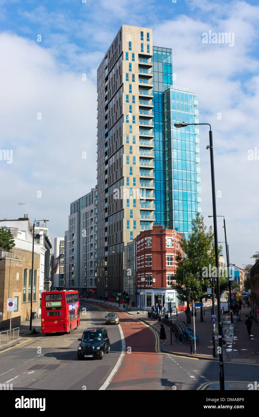 Avant-garde tower apartments on Bethnal Green Road in East London. - Stock Image