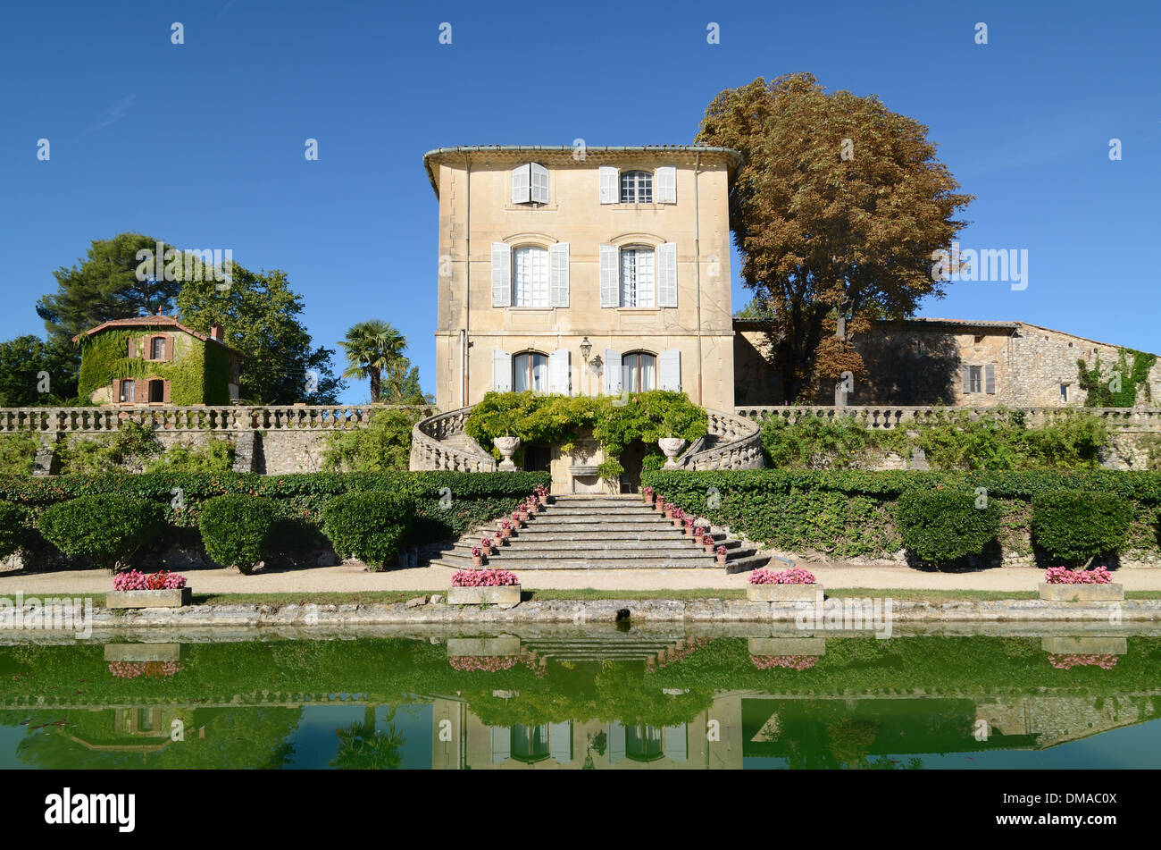 Château d'Arnajon Country House or Estate & Formal Water Garden Le Puy-Sainte-Réparade Provence France - Stock Image