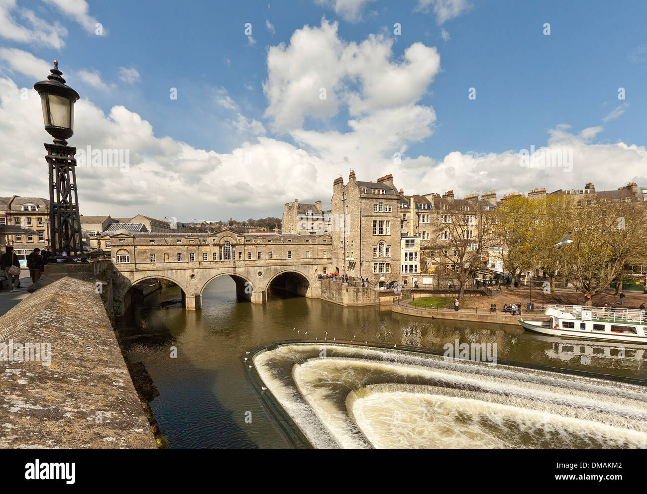 River Avon and the weir with Pulteney Bridge, designed by Robert Adam in a Palladian style, Bath, Somerset, England, UK. - Stock Image