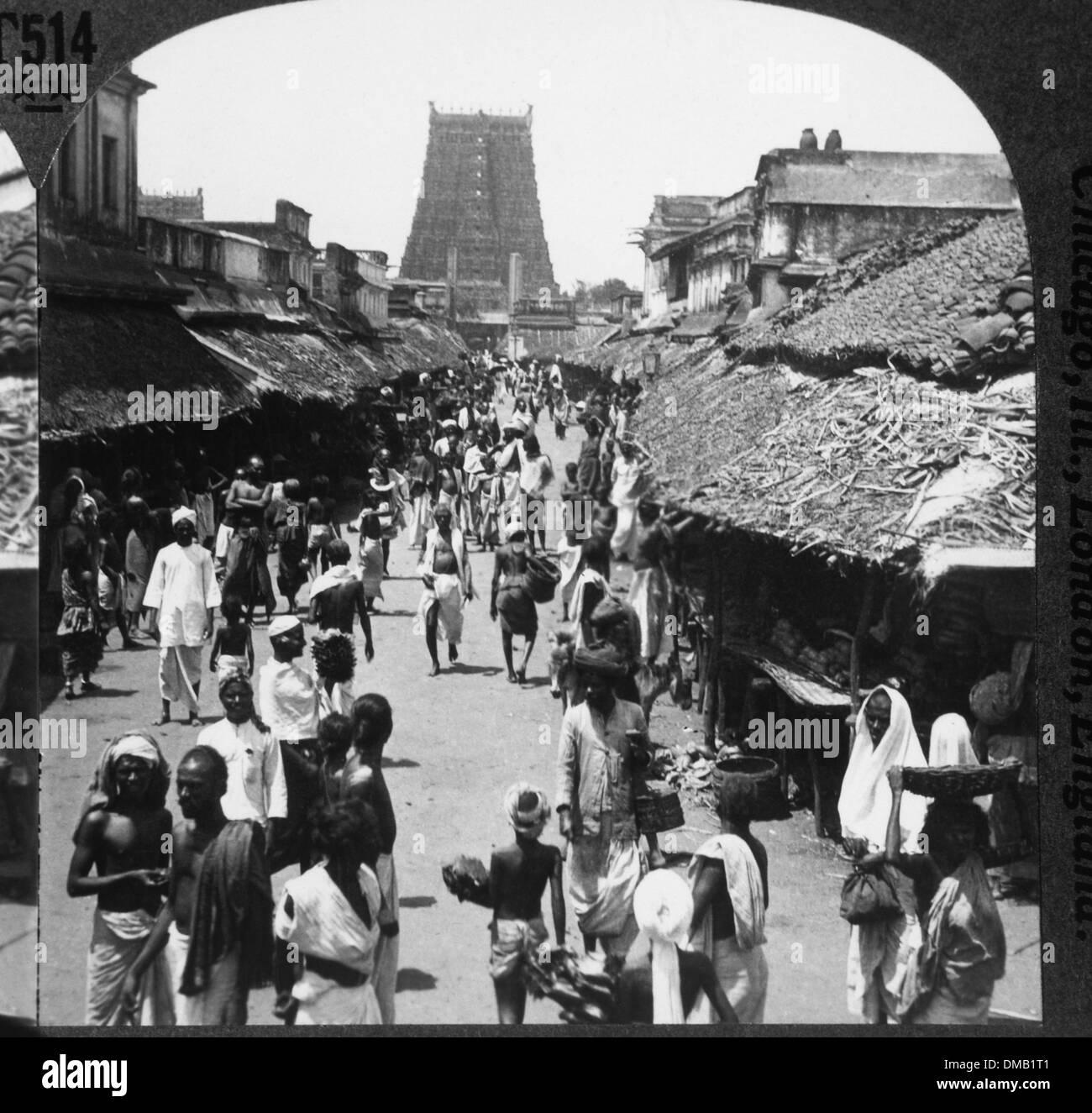 Busy Street Scene, Madura, India, 1900 - Stock Image