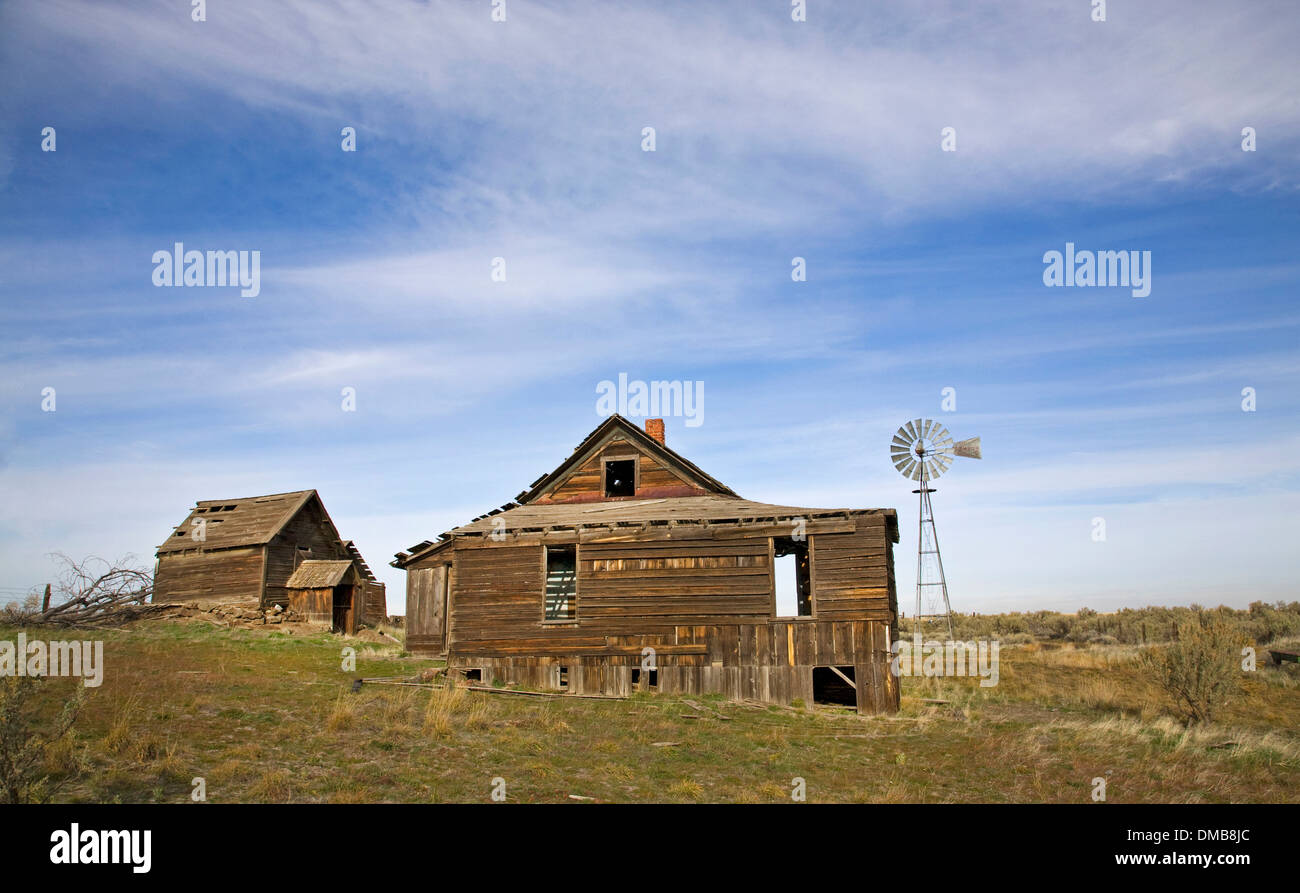 An abandoned Depression era farm in the sagebrush flatlands near the town of Kent, in north-central oregon Stock Photo