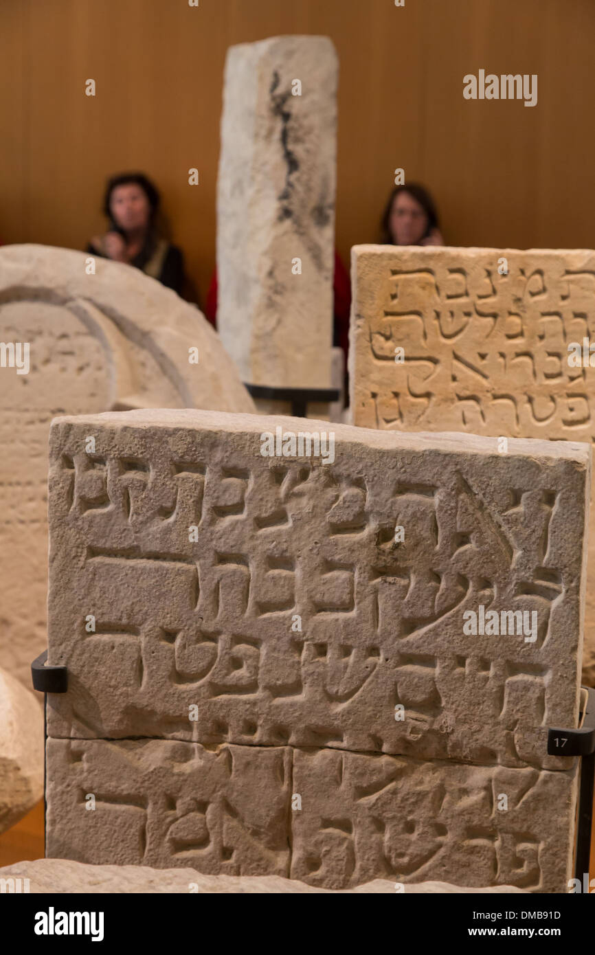 FUNERARY STELES, MUSEUM OF JEWISH ART AND HISTORY IN THE HOTEL DE SAINT-AIGNAN, 3RD ARRONDISSEMENT, PARIS (75), ILE-DE-FRANCE, FRANCE - Stock Image