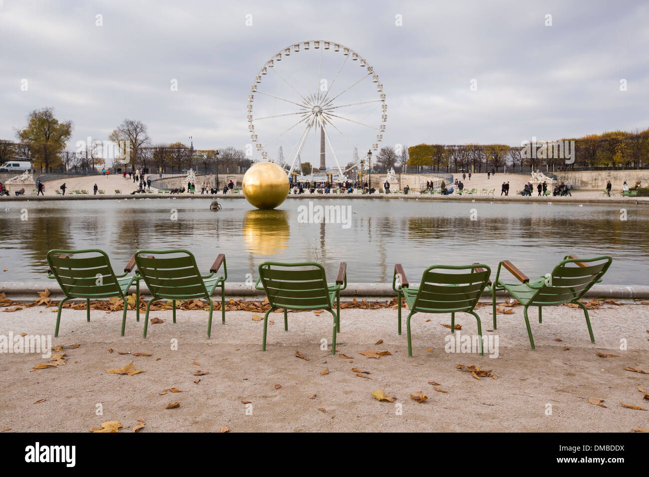 The Bassin Octagonal in the Jardins Des Tuileries featuring the sculpture The Golden Sphere. - Stock Image