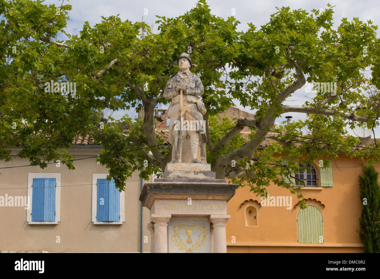WAR DEAD MONUMENT, COMMEMORATION IN HONOUR OF FIRST WORLD WAR FIGHTERS, HILLTOP VILLAGE OF RASTEAU, VAUCLUSE (84), FRANCE - Stock Image