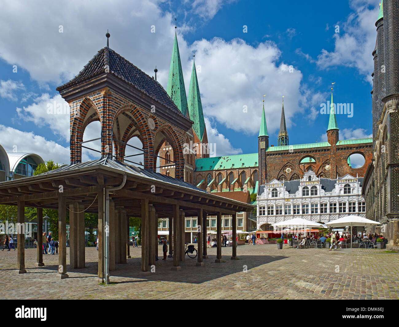 Pillory with City Hall at market square, Hanseatic City of Lübeck, Schleswig-Holstein, Germany - Stock Image