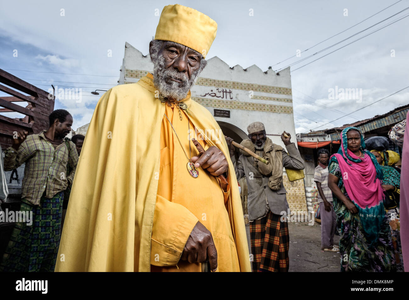 Old Christian monk at the Showa gate, Harar, Ethiopia, Africa - Stock Image
