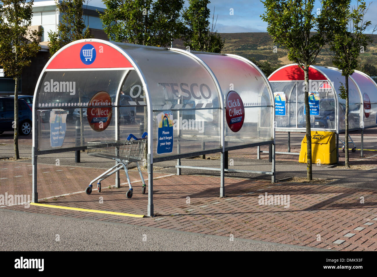 SUPERMARKET TROLLEY COLLECTION AREA AND STAND - Stock Image