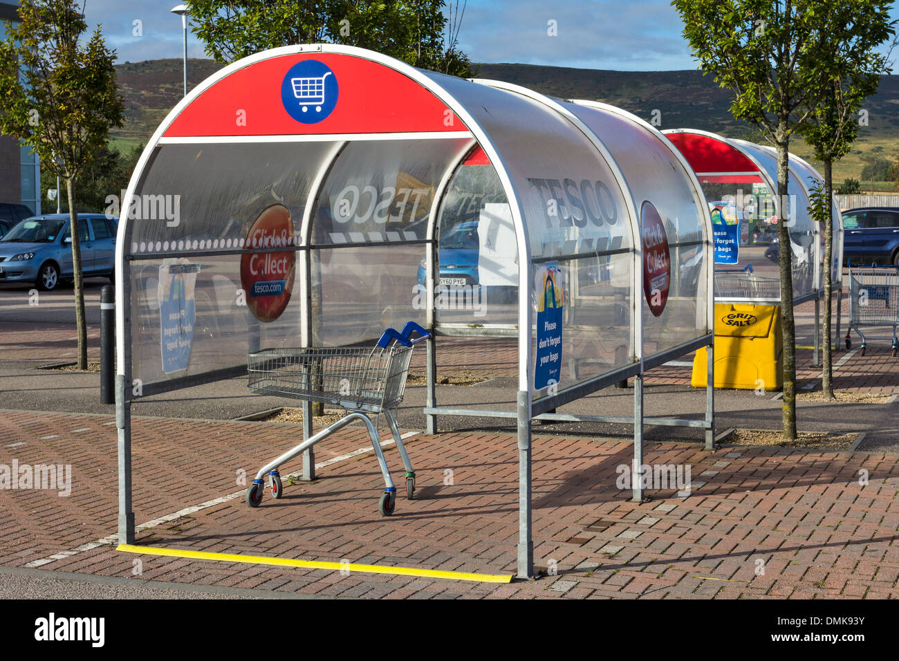 SUPERMARKET TROLLEY COLLECTION STANDS AND CAR PARK - Stock Image