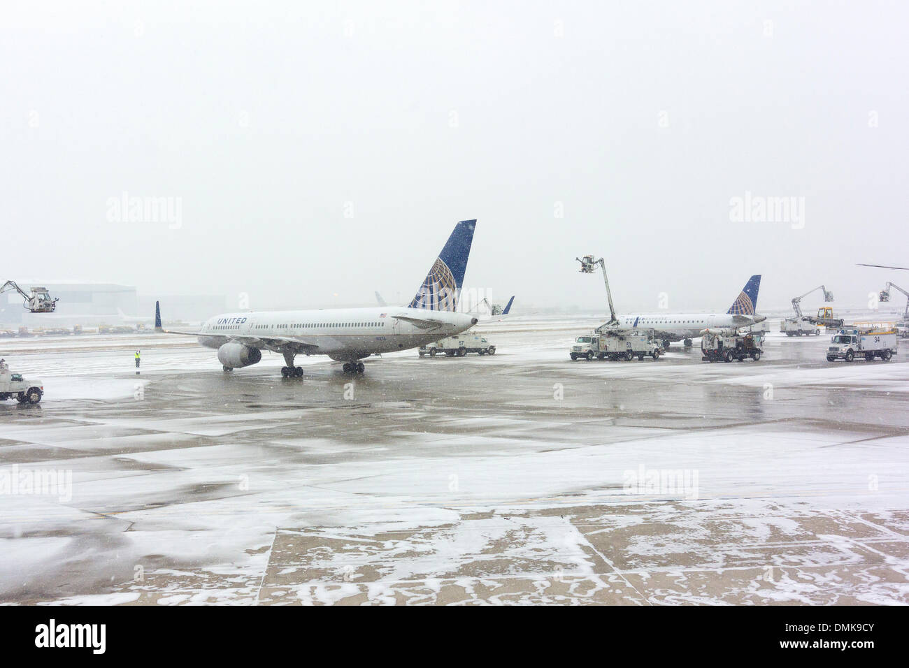 Airplanes Being De Iced At The Ewr Newark Liberty