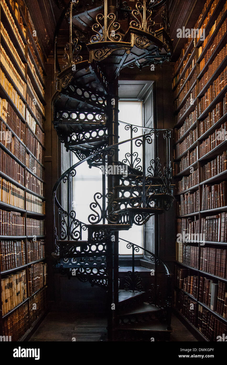 SPIRAL STAIRWAY IN THE OLD LIBRARY OF TRINITY COLLEGE, NASSAU STREET, DUBLIN, IRELAND - Stock Image