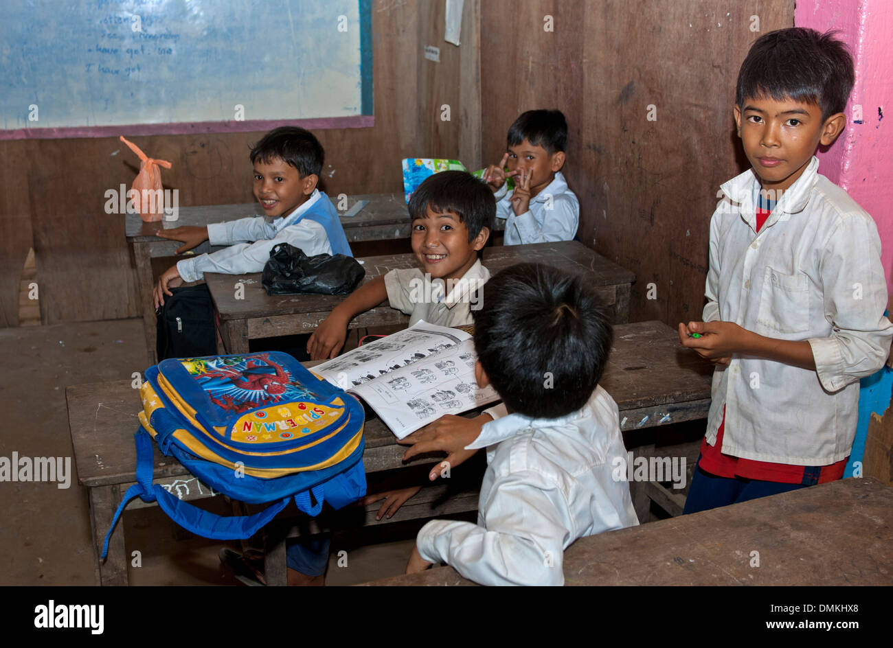 Children at a primary school, Areyskat village near Phnom Penh, Cambodia - Stock Image