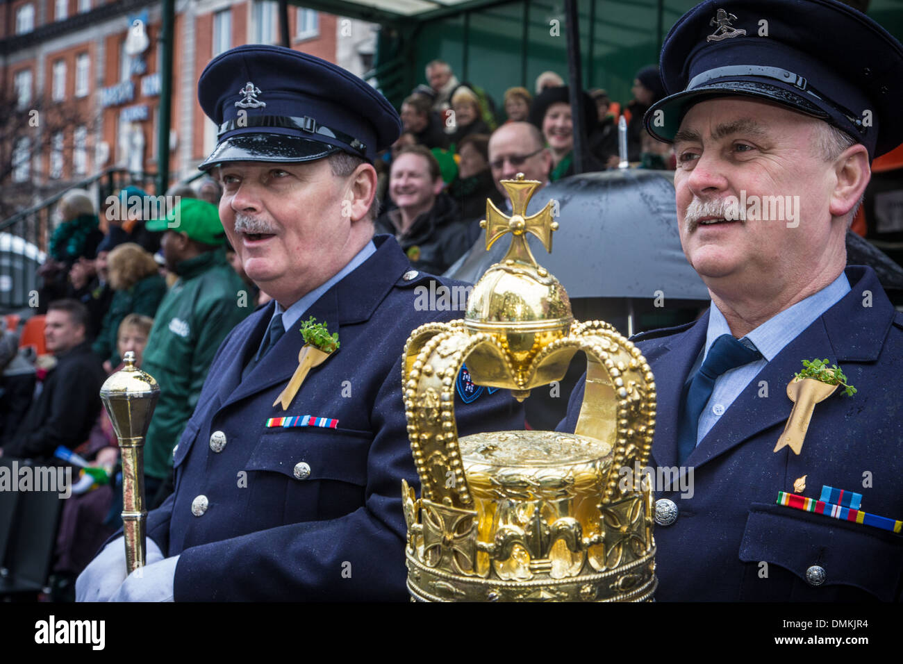 AMAZED POLICEMEN IN FRONT OF THE OFFICIAL STANDS, SAINT PATRICK'S DAY, DUBLIN, IRELAND - Stock Image